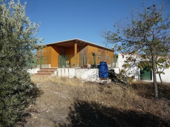 Log cabin on lake Negratin