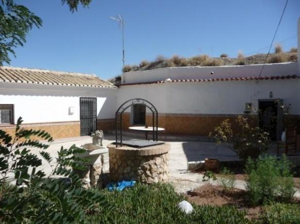 Cave house in El Margen for sale