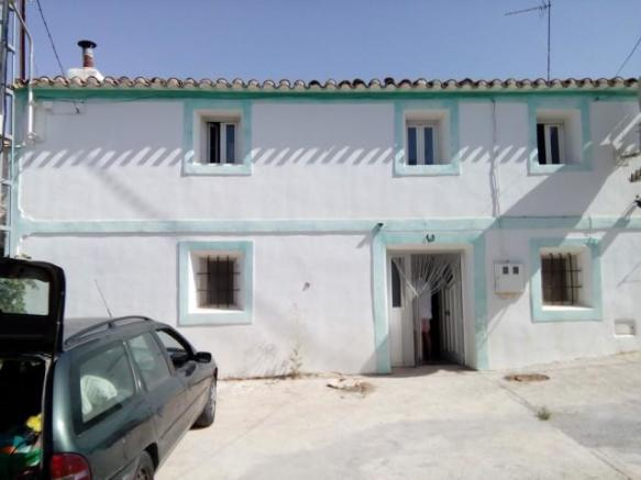 Large family home in El Hijate.