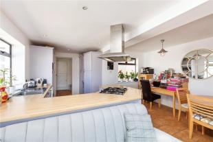 Kit/Din/Family Room