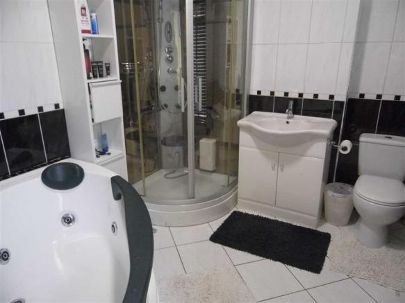 HOUSE BATHROOM - to