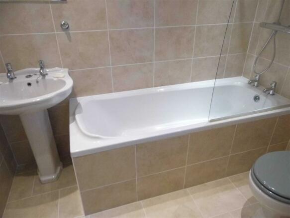 HOUSE BATHROOM - tow