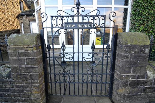 Yewhouse front gate (2).JPG