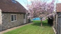 Cottage to rent in Crown Road, OX33