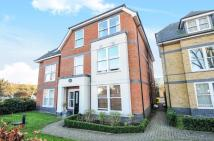 2 bedroom Flat in Vicarage Road, Egham...