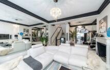Maisonette to rent in Gunter Grove, SW10