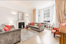 Ground Flat to rent in Queens Gate Place, SW7