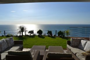 Lounge area with sea