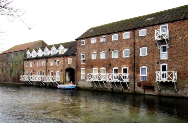 18001_Riverhead Cour