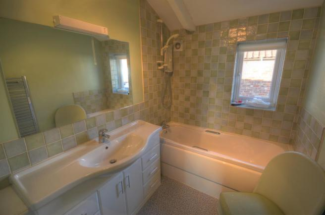 Bathroom (1st Floor)