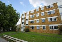 Flat to rent in Waldram Park Road...