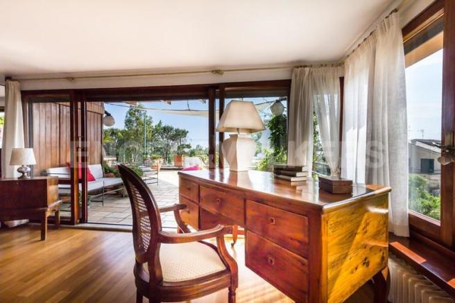 Arenzano Pineta - Penthouse, Studienraum mit Blick auf die Terrasse