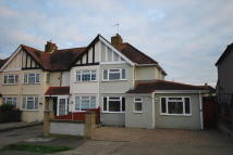 2 bed End of Terrace home to rent in Hemsby Road, Chessington...