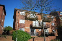 2 bedroom Apartment to rent in South Bank, Surbiton, KT6