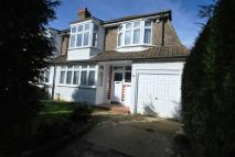 4 bed semi detached home to rent in The Byeways, Surbiton...