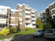 2 bed Flat to rent in Mountcombe Close...