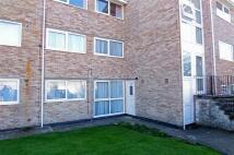 2 bed Ground Flat in Woolston Court...
