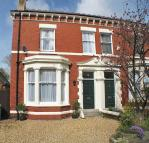 5 bed semi detached home in Victoria Road...