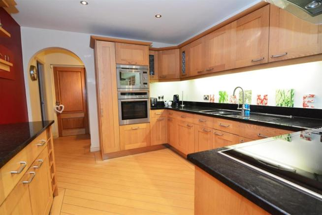 BESPOKE FITTED DININ