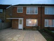 2 bed Ground Maisonette in Tippetts Close, Enfield