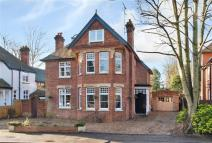5 bed Detached property in Ray Park Avenue...