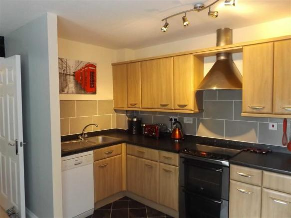 WELL FITTED KITCHEN