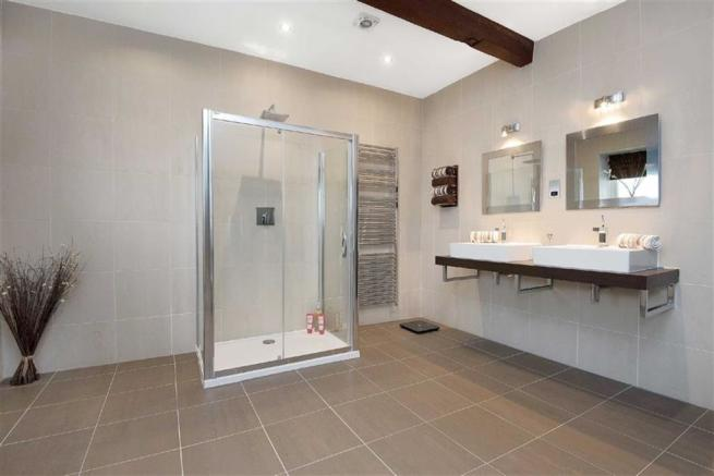 LARGE ENSUITE SHOWER