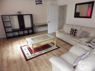 Flat to rent in Millview Crescent...