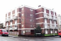 Flat for sale in Priors Hill...
