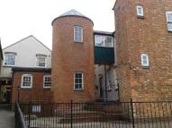 2 bedroom Flat in Silkweavers Mews...