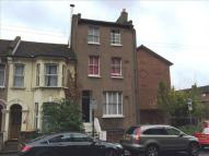 3 bedroom End of Terrace house in 25 Grove Crescent Road...