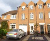 Town House to rent in Glendower Approach...