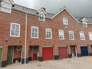 Town House to rent in Snowdrop Close...