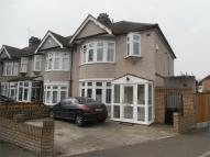 3 bedroom End of Terrace property for sale in Mawney Road, Romford