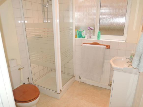 GROUND FLOOR CLOAKROOM/SHOWER ROOM