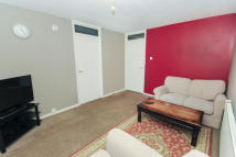 Flat to rent in Jefferson Close, IG2
