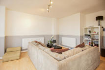 Flat in Roman Road, Bow, E3