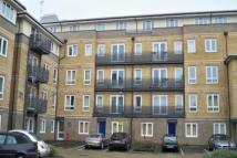 Flat to rent in Crowngate House, Bow...