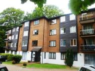 Apartment to rent in Steep Hill, CROYDON