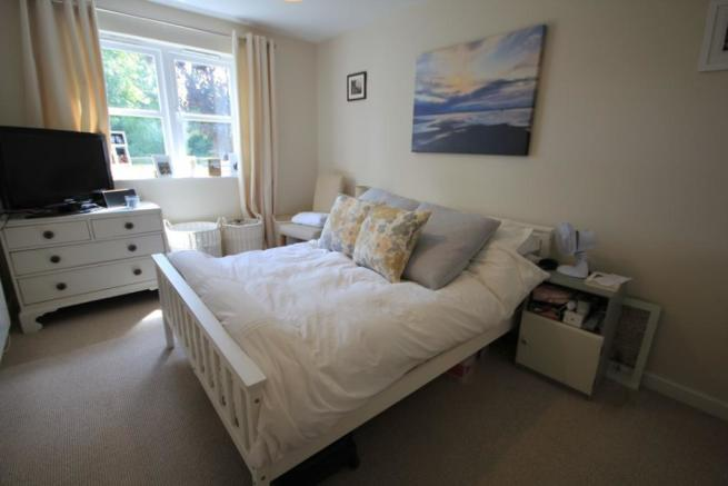 Double Bedroom Overl