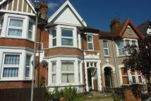 Flat to rent in Heygate Avenue...