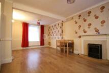 3 bedroom Terraced house to rent in Glen View Street
