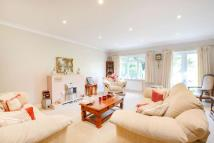 4 bed Bungalow in Boxhill Road, Tadworth