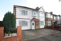 4 bed semi detached house in Hornchurch, RM11