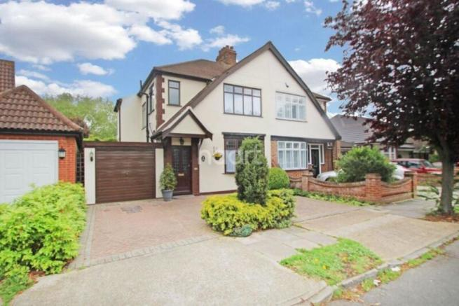 3 Bedroom Semi Detached House For Sale In Heather Gardens