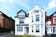 Flat to rent in Madeley Road...