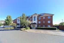 1 bedroom Flat to rent in White Lodge Court TW16