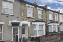 Flat for sale in Guide Price �175...