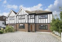 7 bed semi detached house in Meadow Walk...