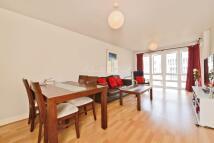 2 bedroom Flat in St Davids Square, E14